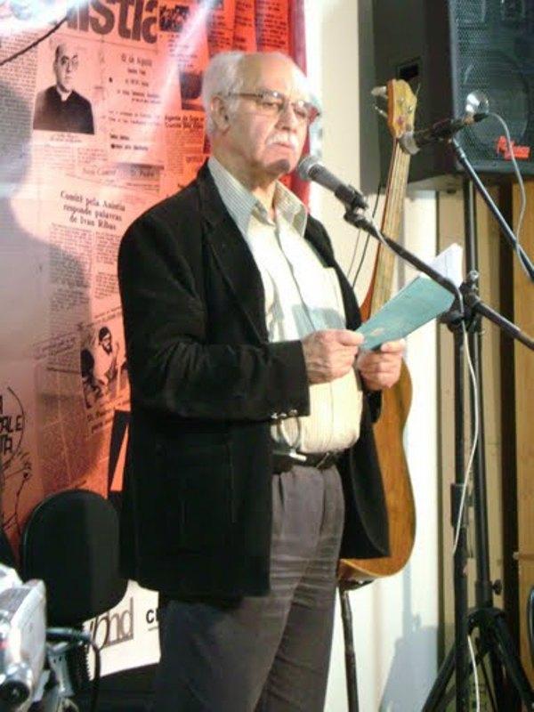 MANOEL DE ANDRADE declama seu poema no evento