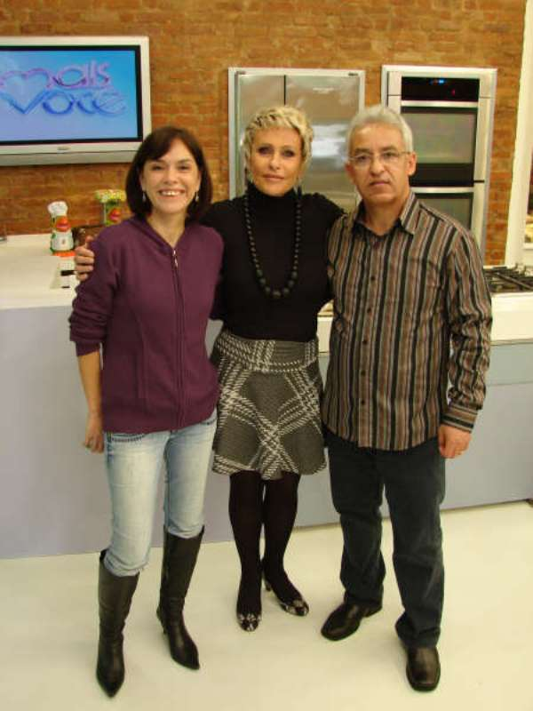 Denise Bittencourt e Edson Salomão com a apresentadora Ana Maria Braga.