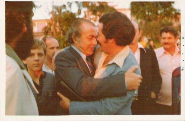 chegada do exílio: JB VIDAL recebe BRIZOLA  em fóz do iguaçu. 09/1979.